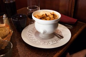 blog-agathe-duchesne-gastronomie-lyon-agatwe-bouchon-amphitryon-soupe-oignon