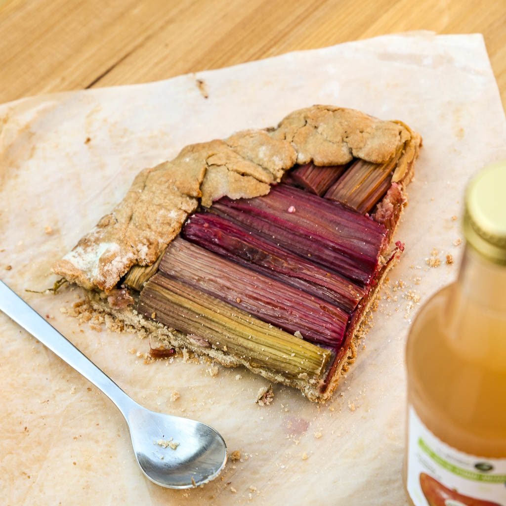 part-tarte-rustique-rhubarbe-sans-gluten-agathe-duchesne