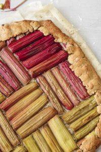 zoom-tarte-rhubarbe-sans-gluten-agathe-duchesne-recette